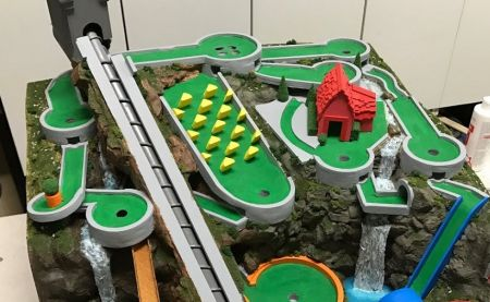 Champion de la bricole : il créé son propre mini-golf