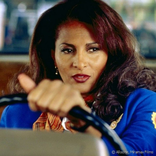 """Jackie Brown"" de Quentin Tarantino - Certes ""Pulp Fiction"" a marqué le grand public en remportant la Palme d'Or, mais quelques années après, le réalisateur excelle avec ""Jackie Brown"" et son scénario très bien pensé."